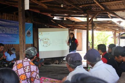 Penyuluhan Manajemen Pemeliharaan Ternak Sapi dan Babi pada Kelompok Ternak Mertha Dana III di Desa