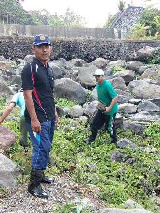 Kegiatan Jum'at Bersih Di Daerah Aliran Sungai Titab